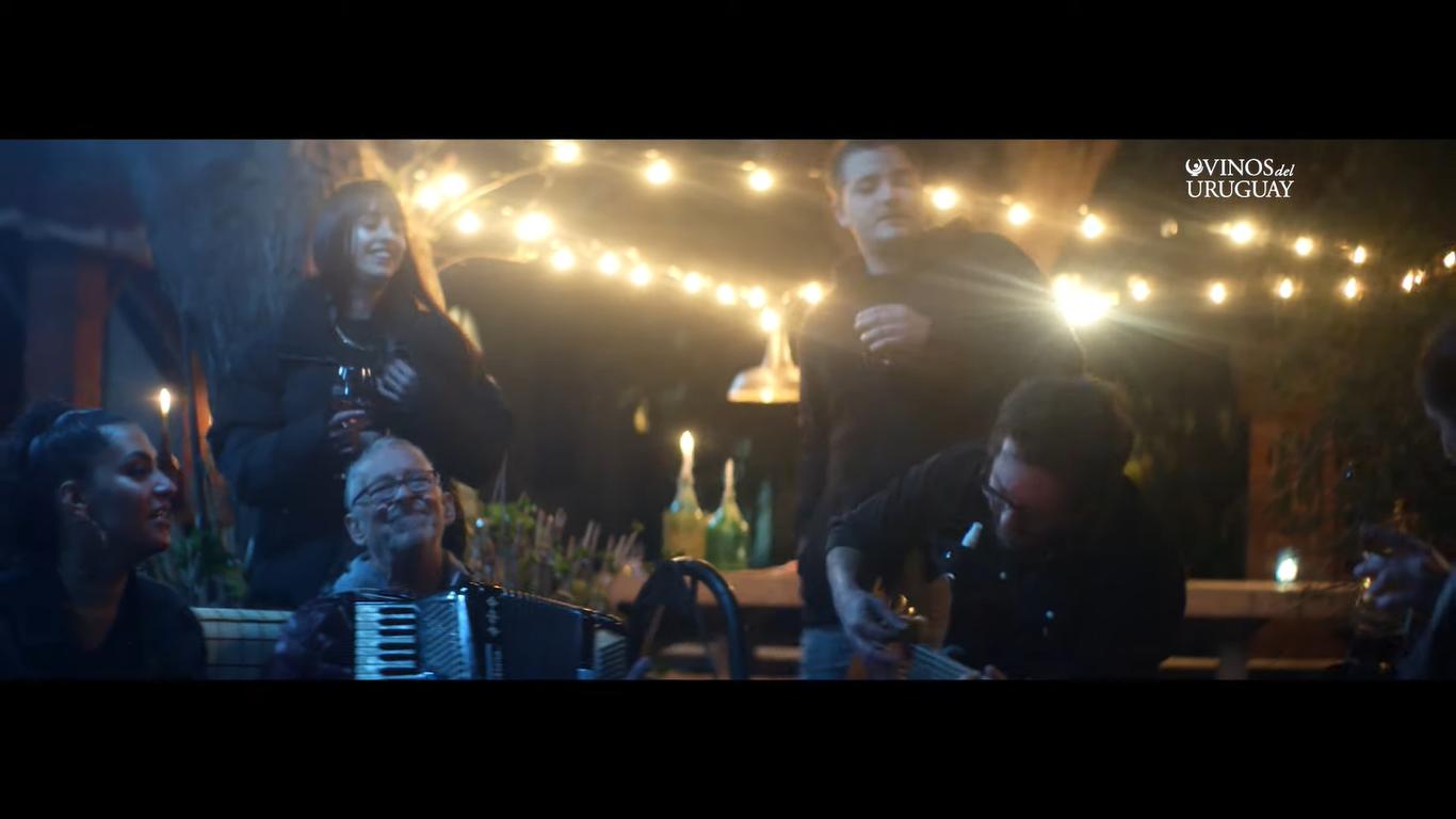 Vino y música en la voz de Vinos del Uruguay